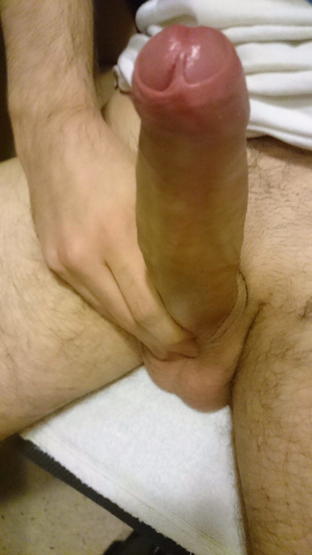 Fat uncut cock, can you betas compare?