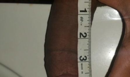 Measuring my black dicklette.