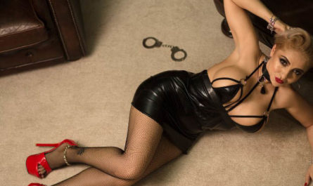 Milf mistress makes fun of your dicklette
